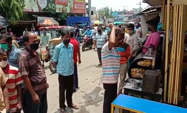 মালদায় প্রতিবন্ধী মহিলা ব্যবসায়ীকে মারধর করার অভিযোগ উঠল মিষ্টি দোকানদারের বিরুদ্ধে
